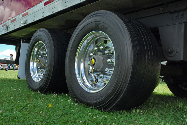 Wide-Base Tires Gaining Popularity: Are You Ready to Make the Switch? - Article - TruckingInfo.com