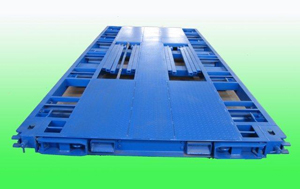 The Mobile Transport Tray (MTT) allows shippers to load and unload containers in less than five minutes, as freight is easily secured to the MTT and simply rolled into a container for transport.