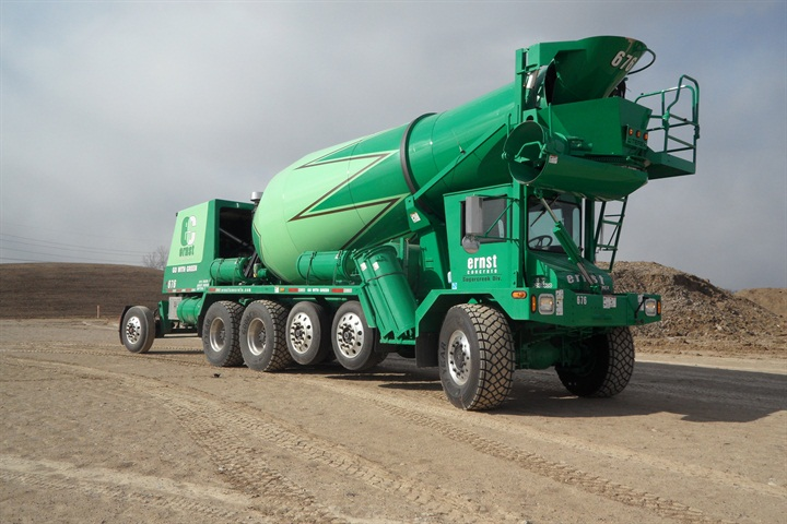 This six-axle FDB6000 for Ohio has three air-suspended lift axles,