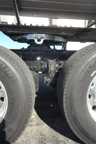 No inter-axle driveshaft indicates the Meritor tandem's rear