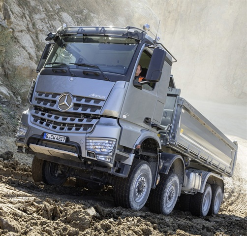 "The new Turbo Retarder coupling was put to the test when we rolled backwards with the transmission selector in Drive, and ""gripped"" the truck to a stop by stepping on the accelerator pedal. Then we returned to pulling uphill again, without problems. (Photo: Daimler Trucks)"