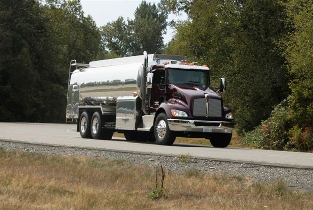 Though a midrange model in Kenworth's lineup, this T370 has many heavy-duty components but costs less than a comparable T800 or T880. Sloped hood and large windows make for excellent outward visibility. Photos: Kenworth