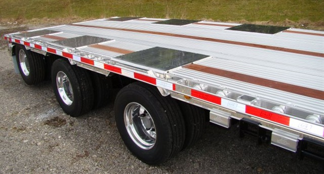 A low main deck usually requires using compact 19.5- or 17.5-inch wheels and tires. Double drops can use 22.5s. Photo: East Mfg.