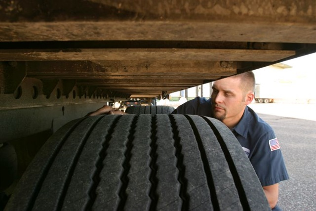 Tread depth measurements and tire condition checks should take place at regular intervals, and all relevant data noted on the evaluation. Photo: Michelin