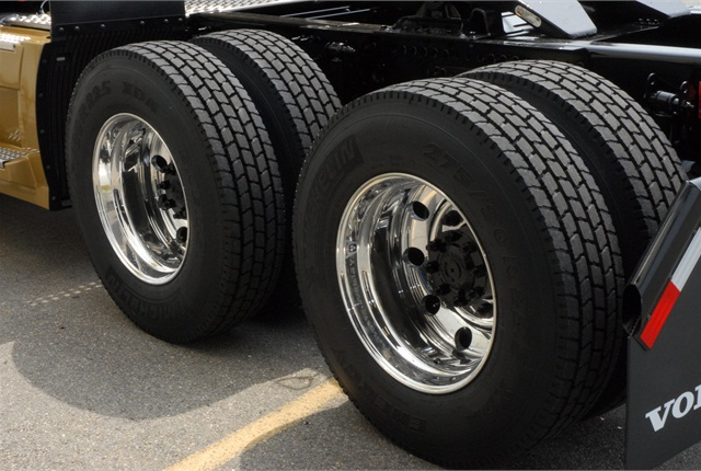 Dual tires must be within 5 psi to maintain the same load on each tire, and to keep the circumference of the tires in a dual assembly the same.