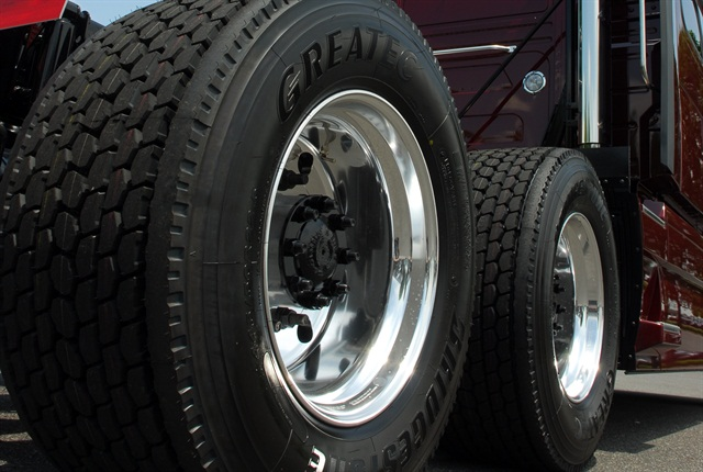 Wide-base single tires are popular for weight and fuel saving, but not everybody likes them. Spec'ing to revert back to dual tires at resale needs special consideration.