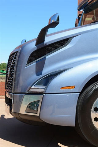 The front of the truck is much rounder than the previous VNL, and is styled very closely to the company's SuperTruck.
