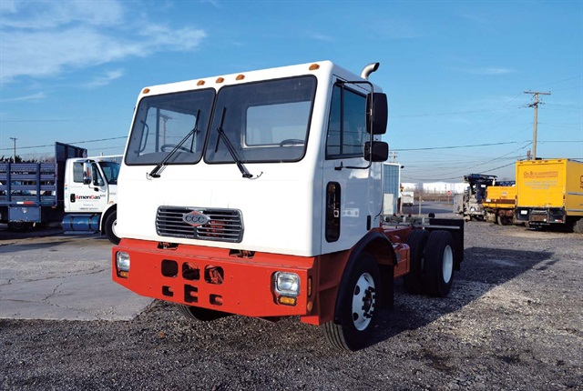 Crane Carrier Corp.'s COE-2 chassis, supplied as rolling glider kits, will be the basis for the Chicago trucks. They'll use Motiv Power electric drive systems and Loadmaster compacting bodies.