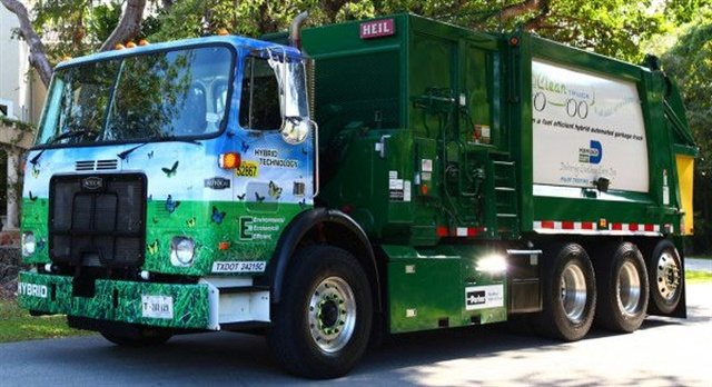Parker RunWise hydraulic hybrids work well in Autocar trash collection trucks, reports the municipal fleet in Miami-Dade, Fla., and several other locales. Photo: Autocar Trucks