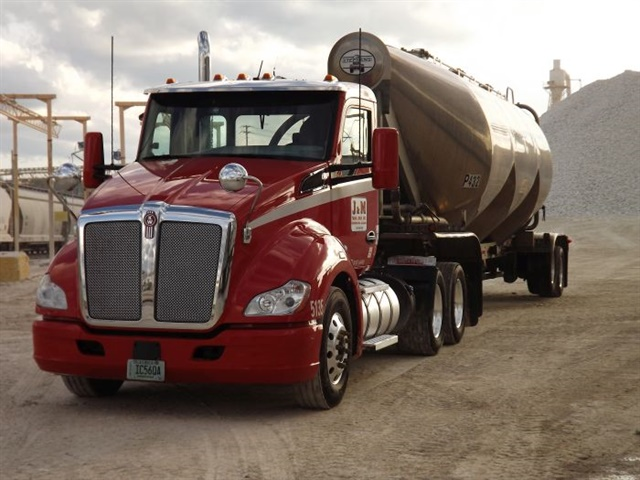 J&M operates 13 terminals in Alabama, Georgia, Oklahoma, South Carolina, and Texas. The fleet specializes in carrying industrial and food grade products, as well as liquid bulk goods. Photo: Bendix