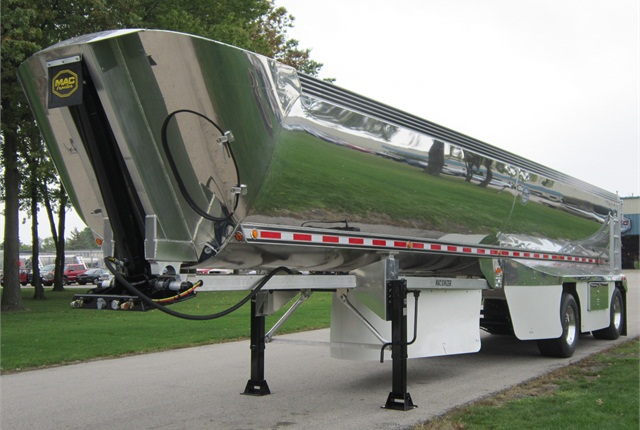 The Macsimizer from Mac Trailer is a lightweight aluminum half round trailer with air fairings. It weighs 9,800 pounds including roll tarp and plastic floor liner.