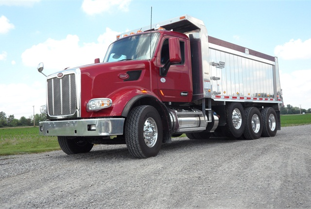 Built for shows, this Model 567 also goes, powerfully and smoothly. Bumper-to-back of cab length is 121 inches; a115-inch BBC is also available. Set-back steer axle and single pusher axle suggests it's built for an axle-weight state.