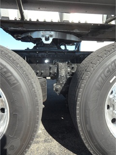 "No inter-axle driveshaft indicates the Meritor tandem's rear axle is a non-driving ""tag."" Weight can be transferred from it to the forward drive axle for improved traction. Instead of being slider-mounted, Holland aluminum fifth wheel is fixed – a common setup in bulk-hauling where loads are predictable."