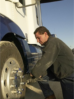 The benefits of rigorous tire pressure maintenance are no longer in question. So why do fleets generally do such a bad job of it?