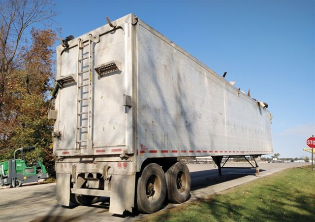 A loaded Titan Thinwall trash-transfer trailer awaits transport outside a county facility near Delaware, Ohio. Though far from new, its aluminum welded-tube sides remain straight and unbowed. Photo: Tom Berg