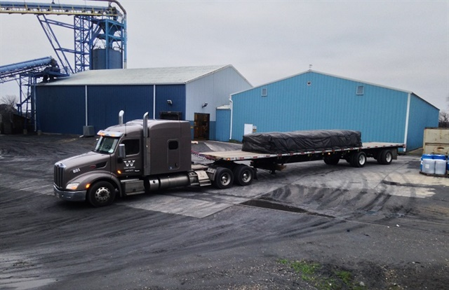 Flatbed manufacturers have adopted many weight-saving features, including aluminum outer legs on landing gears, aluminum landing gear braces, and aluminum air tanks, which also often help prevent corrosion. Photo: Watkins Trucking