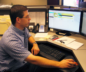 Nussbaum Operations Manager Doug Bradle demonstrates the company's dispatch system. The company's IT staff customized TMW solutions to give it more insight and help drivers get home more.