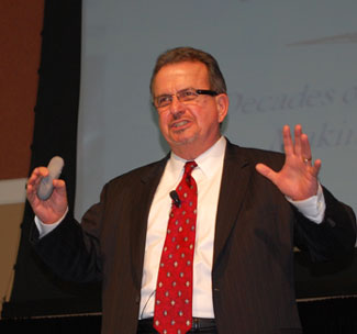 Ken Gronbach talks about generational shifts at the HDT/HDMA Fleet Summit. (Photo by Deborah Lockridge)