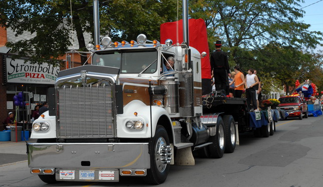Jim Herriot's 1975 Kenworth W900A does the St. Catharines, Ont. Grape & Wine Festival Parade.