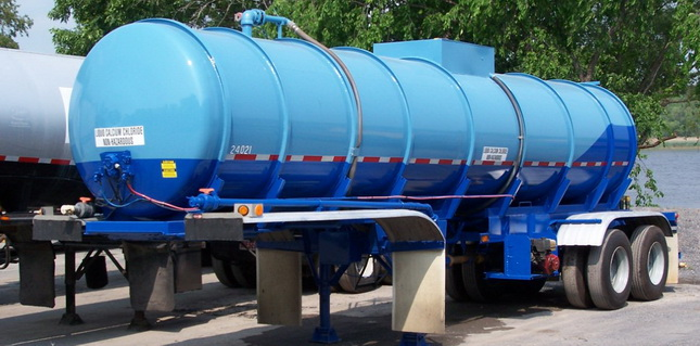 Dark blue Herculiner material covers the lower third of this steel tanker owned by Peckham Materials. More than six years later, the coating is still in good condition.