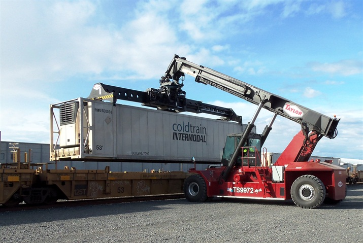 Cold Train containers being handled at the Port of Quincy s BNSF