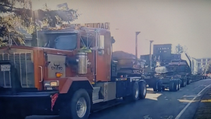 Lead prime mover was a Kenworth C500. A T800 pushed at the back of the
