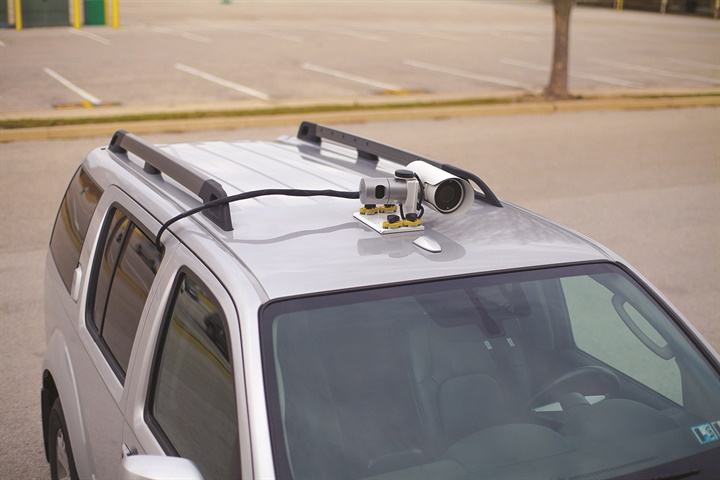 OWL magnet-mounts on the roof of a pilot car and is plugged into a