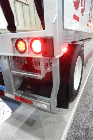 Most trailers have a pair of red lights on each end of the sill, like