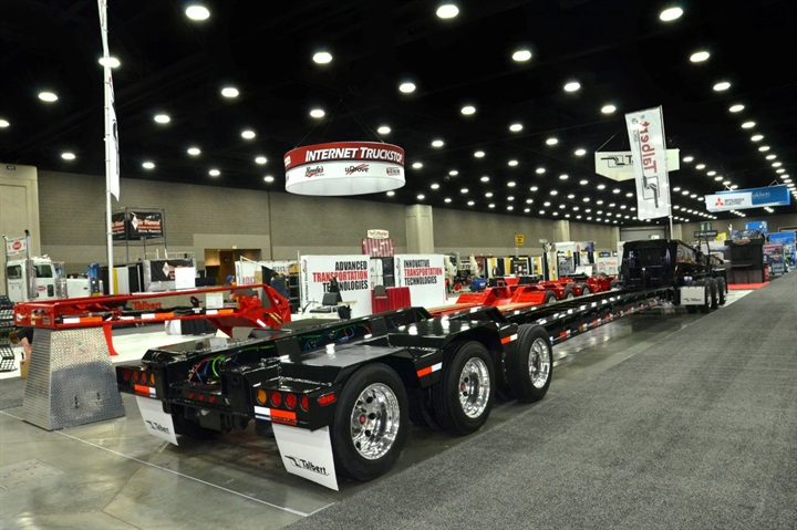 """Two of three modules of a """"3-3-2"""" multi-axle configuration"""
