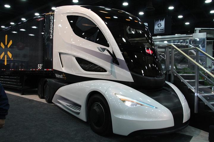 Walmart s WAVE concept truck was an attention-getter. Photo: Evan