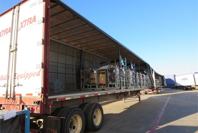 Curtainside trailers can back up to docks, but don't need to. Photos: Tom Berg
