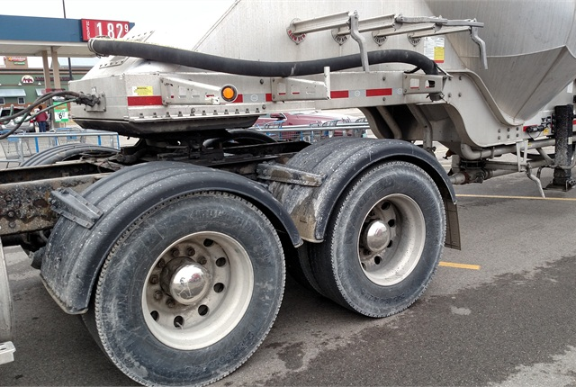 Tractor Trailer Fenders : A lot of thought went into this tanker trailer talk