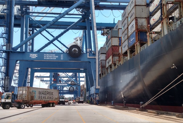 Stevadores unload containers from the Northern Magnum, a Panamax container ship, at Charleston. Photo: Tom Berg