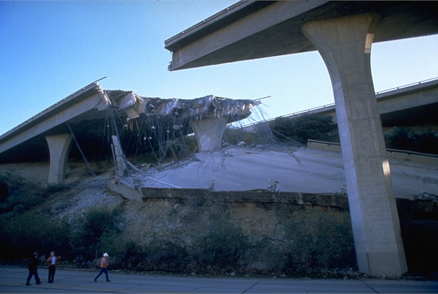 Damaged portion of the Golden State Freeway (I-5) at Gavin Canyon after California's Northridge earthquake in 1994. By Robert A. Eplett from the FEMA Photo Library.