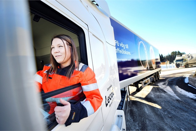 Ann-Christin Landman drives a Scania P320 in Karlstad, Sweden, powered by a hydrotreated vegetable oil-electric drivetrain. Photo: Värmlands Folkblad