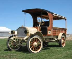 The Mack Jr. Model (above) was the first one that Mack produced that had the steering on the left side.  Prior to that, all trucks had the steering wheel on the right; the same side horses were driven from.