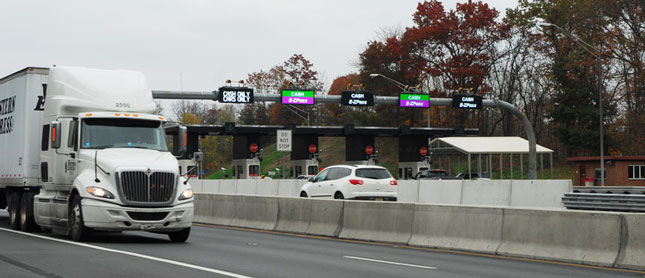 All-electronic tolling could be as cheap to operate as collecting fuel tax, says The Reason Foundation. Cash lanes, however, are more expensive to operate. (Photo by Jim Park)
