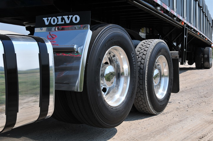 Third generation 6x2 systems feature liftable pusher axles, which are