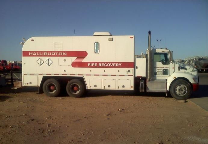 Photo of Halliburton pipe recover wireline truck via Wikipedia.