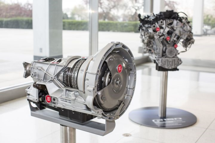 Photo of 10-speed transmission and 3.5L EcoBoost engine courtesy of