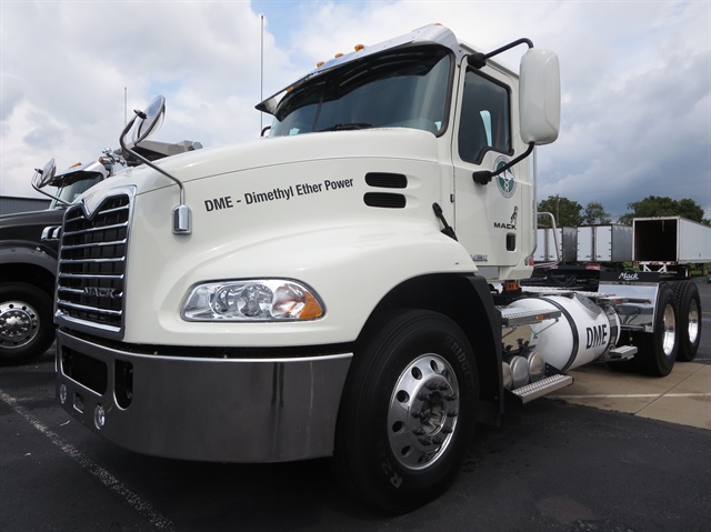 DME-fueled Pinnacle tractor waited at Mack s Allentown customer center