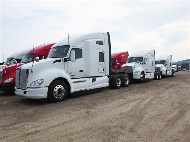 """Roomy, comfortable T680 is a sales """"home run"""" for Kenworth"""