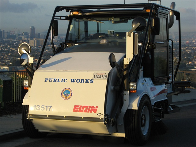 Photo of LNG-powered sweeper courtesy of City of Long Beach.