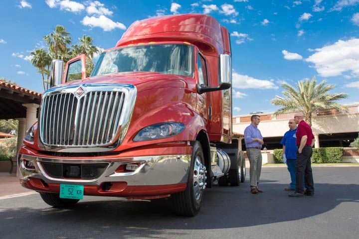 Attendees at HDT s Heavy Duty Trucking eXchange check out Navistar s