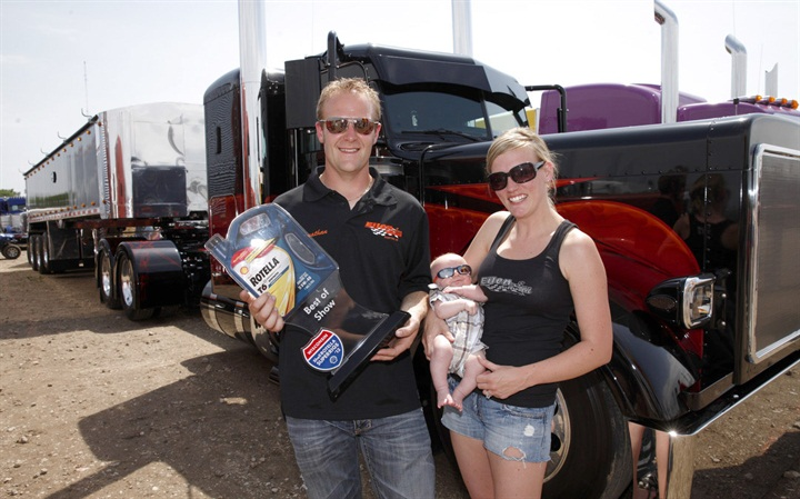 SuperRigs Best of Show winner, Jonathan Eilen, along with Kelby and
