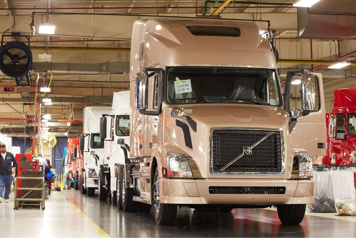 Volvo VNLs on the assembly line at the New River Valley plant. Photo: