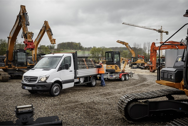 Gross-weight hike is primarily for users of specialized bodies, said Mercedes-Benz Vans in Germany.