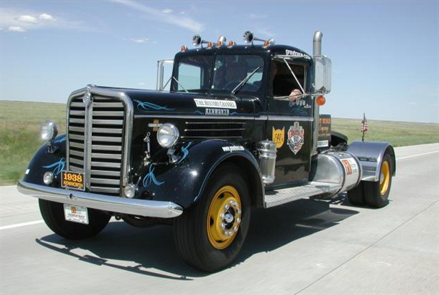 1938 Kenworth during the 2001 Great Race.