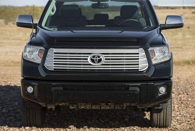 Designers increased the size of the front fascia and tightened up the surfaces and character lines to punctuate Tundra's pulling power and wide stance. The chrome grille has a taller, bolder look visually connecting the upper intake to the lower bumper.