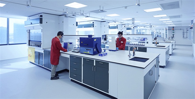 The second-floor lab in the new Shell Technology Center in Shanghai focuses on basic testing such as viscosity, cold cranking ability, foaming and pumpability. (Photo courtesy Shell)